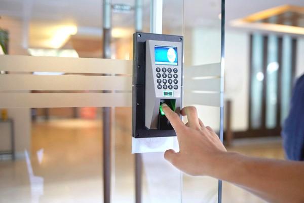 Khóa cửa vân tay mang đến sự tiện lợi và an ninh cho ngôi nhà của bạn.